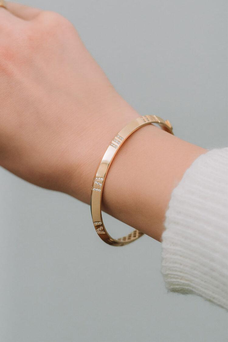 Altın Roma Rakamlı Taşlı Kelepçe Bilezik – 01017927